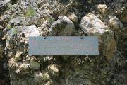 Мемориальная плита установленная Атабиевыми